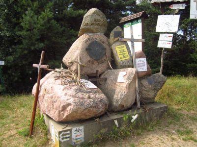 Pomnik z głazów narzutowych